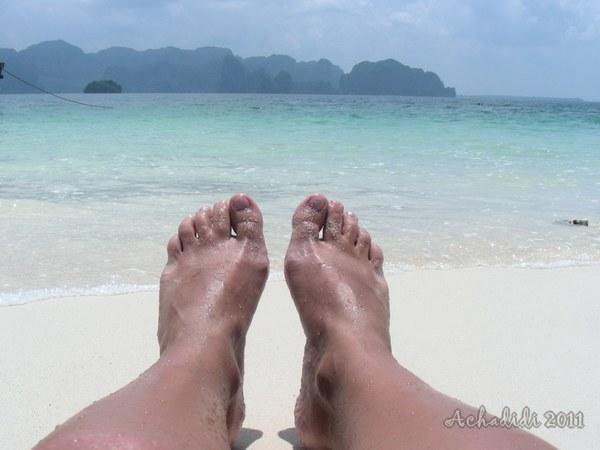 Голубое море, белый песок и загорелая кожа - признаки Аравийского моря в Таиланде