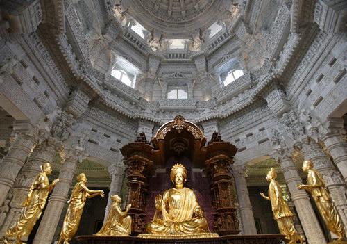 Центральный зал храма, akshardham.com