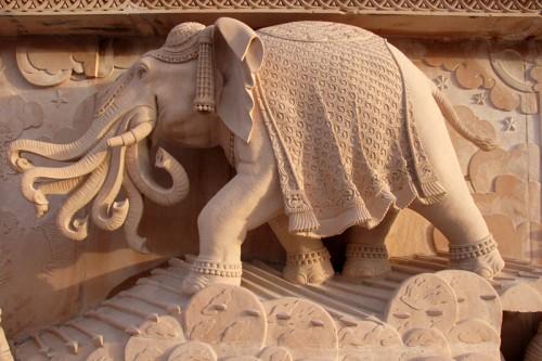 Слон Индры Айравата из Акшардхама, фото akshardham.com