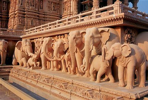 Статуи слонов, Ашкардхам, фото akshardham.com