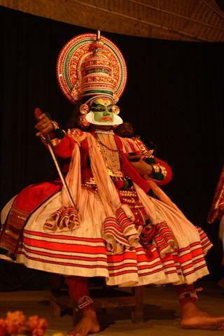 Актер катхакали на сцене