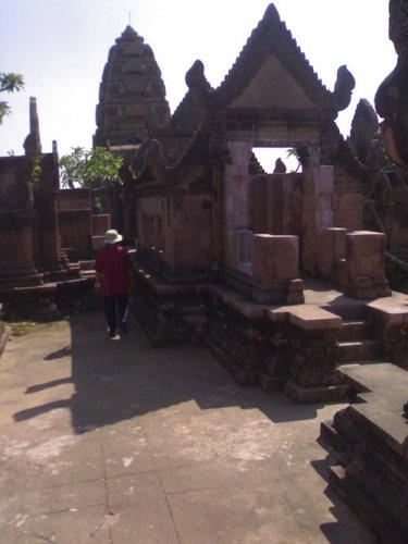 фото храма на рукотворной горе мыанг боран