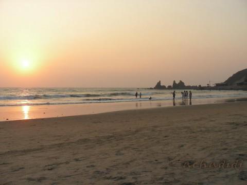 Закат на пляже в Арамболе
