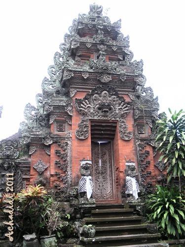 Храм в городе Убуд, Бали, Индонезия