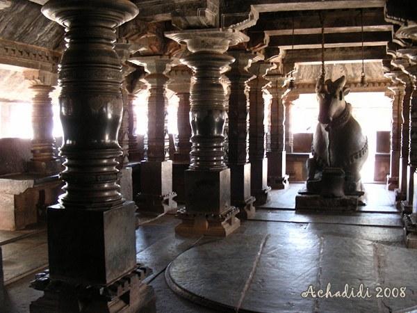 Внутри Храма, статуя Нанди. Банаваси