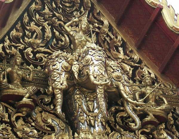 фрагмент крыши вата раджабурана в бангкоке