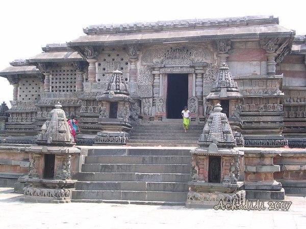 Фото входа в храм Ченнакешава в Белуре