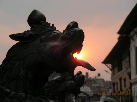 Бхактапурский дракон и солнце