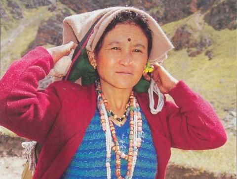 выносливая деревенская женщина