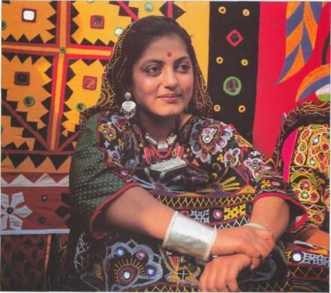 девушка рабари в племенном наряде