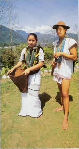 Брачная пара а своих праздничных нарядах