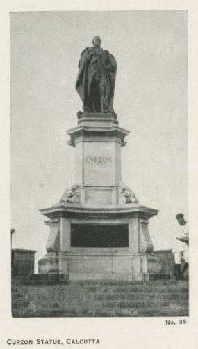 Памятник Дж.Керзону в Калькутте. Открытка 1930-х гг.