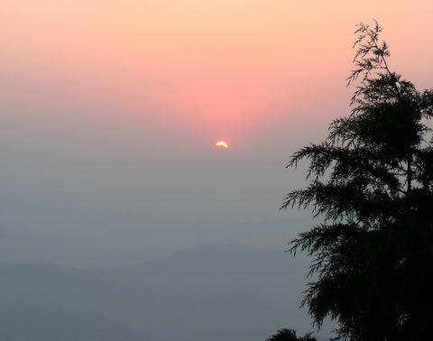 Рассвет над Гималаями, Нагаркот
