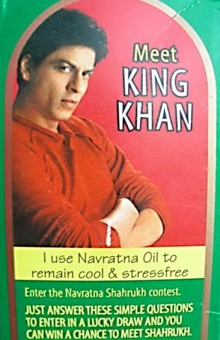 Шарух Кхан на этикетке himani navratna oil