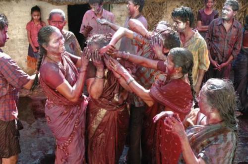 Холи в Тирупати. Ах, ты чистюля! Фото K.V. Poornachandra Kumar