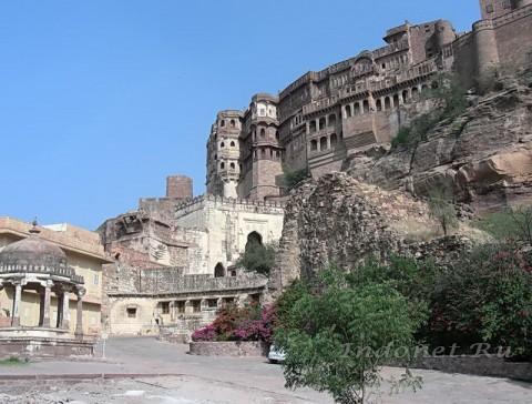 Форт Джодхпура с дороги к Джасвант Тхада