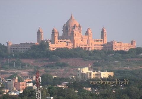 Дворец махараджи Джодхпура на окраине города