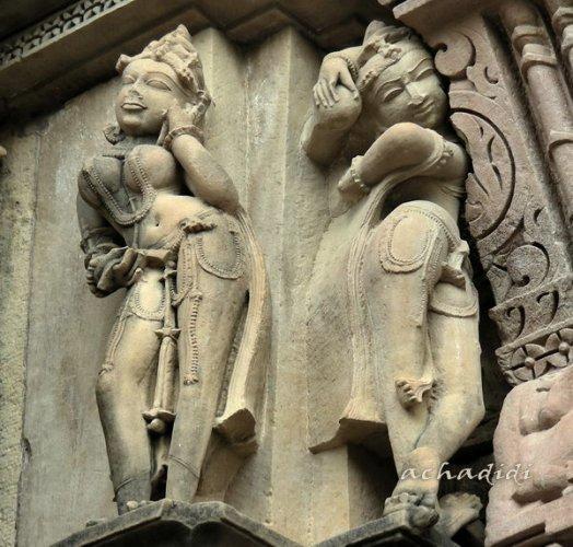 Скульптуры апсар из Каджурахо