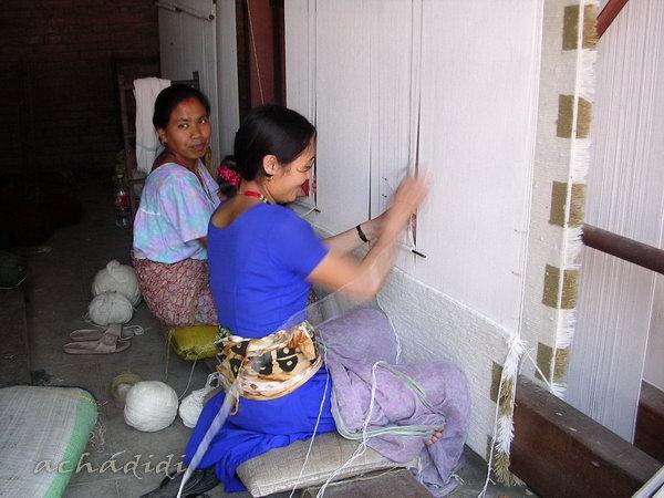 Уличные ткачихи.  Долина Катманду, Непал