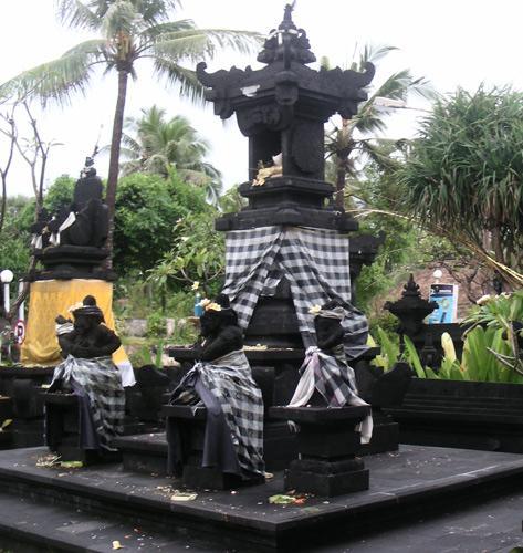 Бали. Храм рядом с пляжем Кута