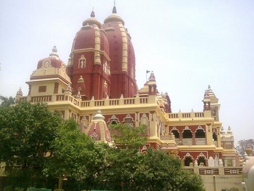 Фото храма Бирла Мандир сбоку