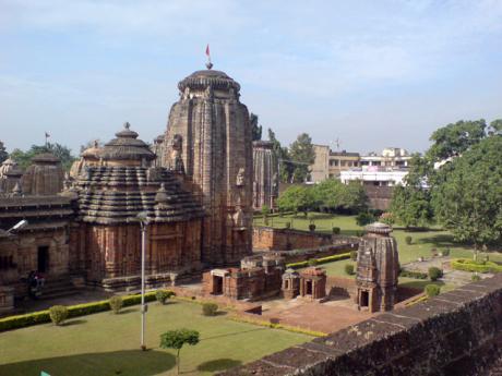 Комплекс Лингарадж. Задний двор с храмами Парвати и Кали.