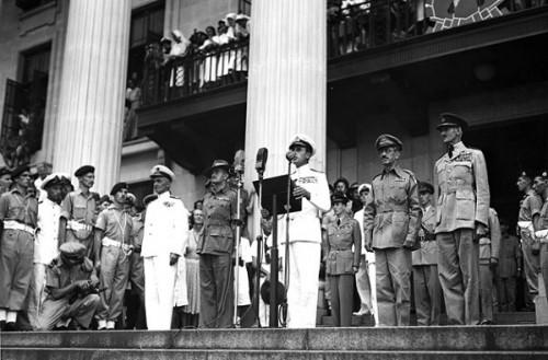 Л.Маунтбэттен на митинге в освобожденном Сингапуре, 1945 г.