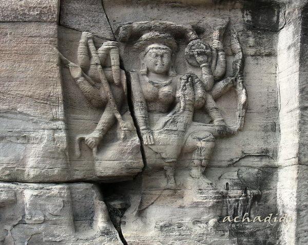 Рельеф в скалах Удайгири
