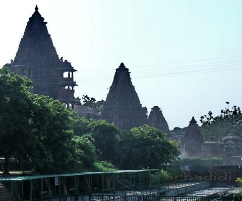 Чхатри раджпутов в Мандоре, мал мала меньше