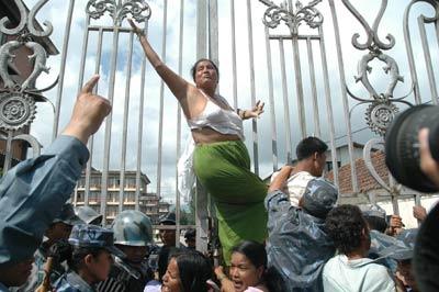 революционная непальская мать