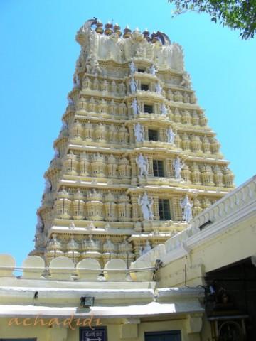 Гопурам храма Чамунди Дэви близ Майсора