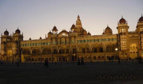 Дворец махараджи Майсора вечером