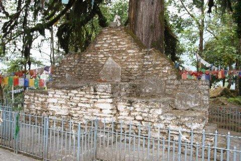 Монастырь Норбуганг. Коронационный трон