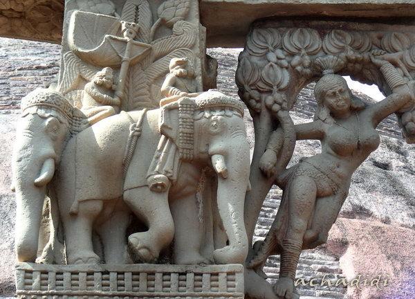 Слоны и якшини, скульптура Санчи