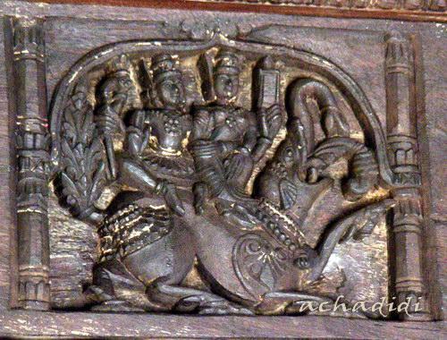 Индра с супругой на слоне. Рельеф храма Келади, южная Индия