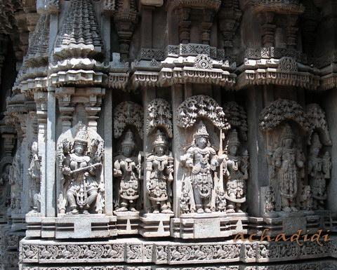 Фрагмент внешней стены Сомнатхпура, покрытой скульптурой и резьбой