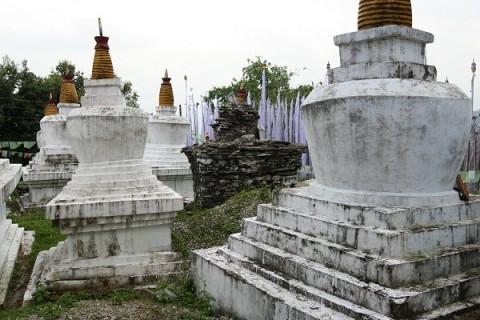 Чортены монастыря Ташидинг
