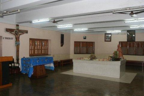 Надгробие Матери Терезы в миссии ордена Милосердия