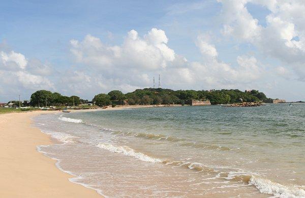 Вид на Свами Рок и форт Фредерик с пляжа Датч Бэй