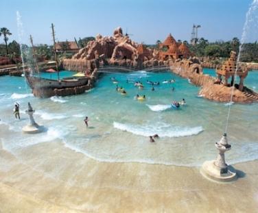 Аквапарк Water Kingdom