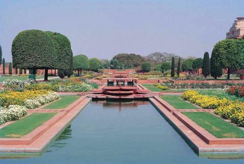 вид Могольского сада в Раштрапати Бхаване, Нью-Дели.