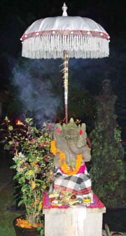 Шри Ганеша, Бог в облике слона, приносящий процветание и успех, почитаемый индуистами Индонезии
