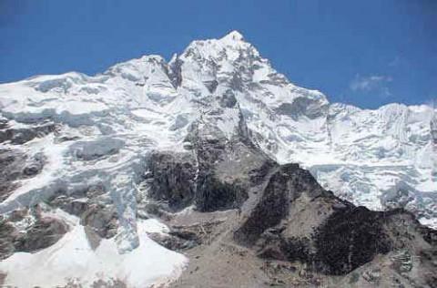 Вид на заснеженную вершину